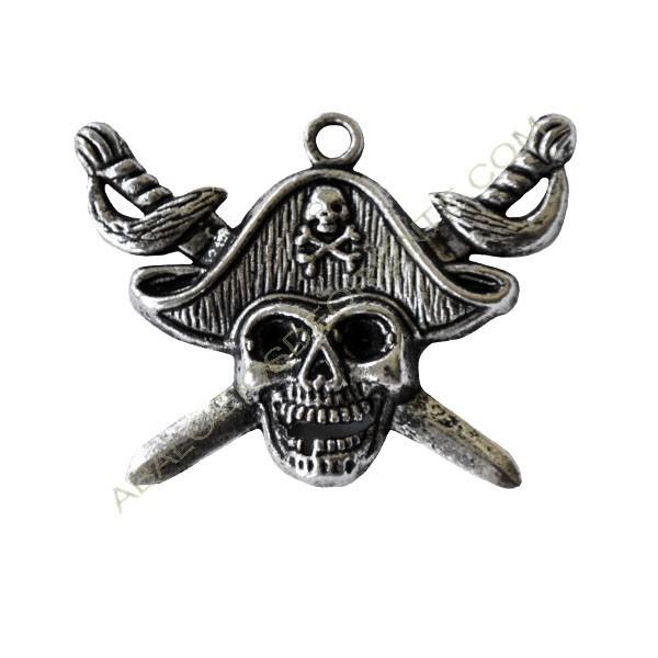 Colgante de aleación de Zinc calavera pirata plateada