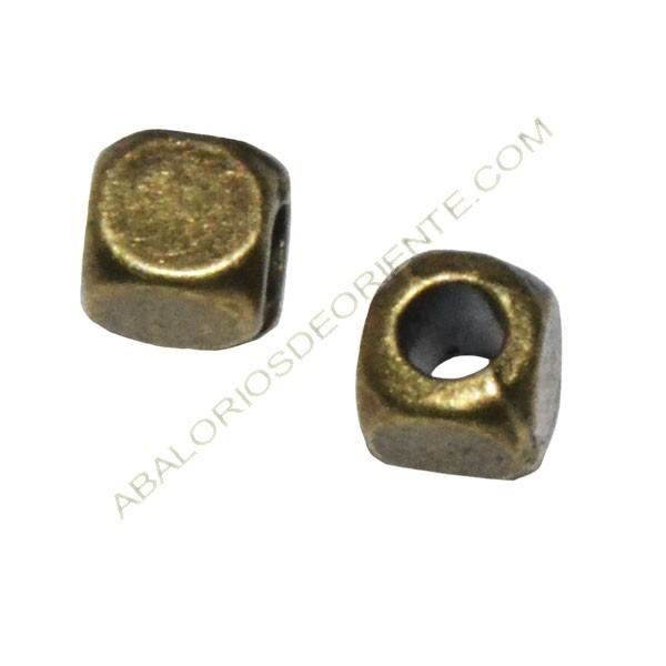 Entrepieza de Zamak cubo 4 x 3,5 x 3,5 mm bronce