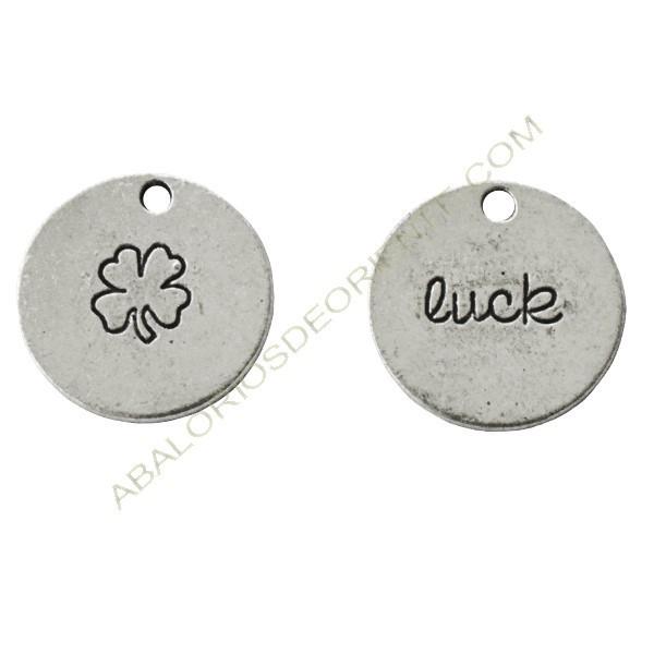 """Medalla de metal con trébol y """"Luck"""""""