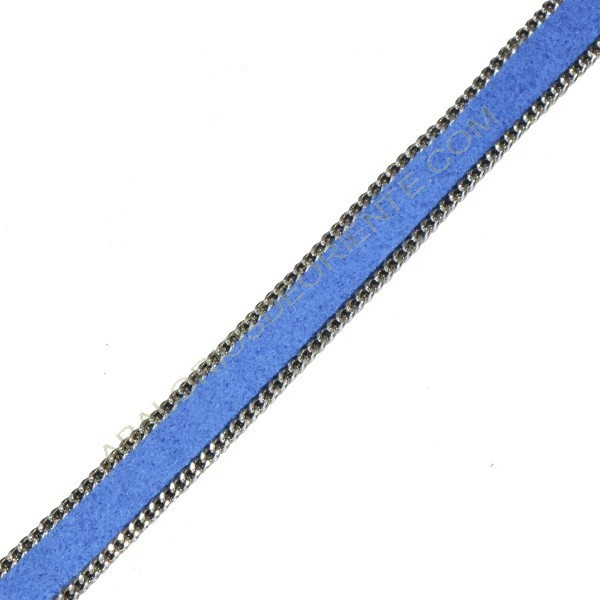 Cuero plano con ante azul y cadena