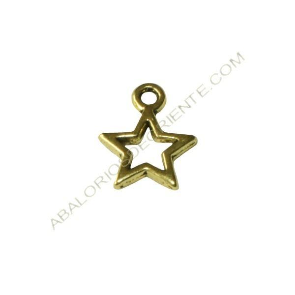 Colgante de Zamak estrella hueca dorada de 12 x 10 x 1,5 mm