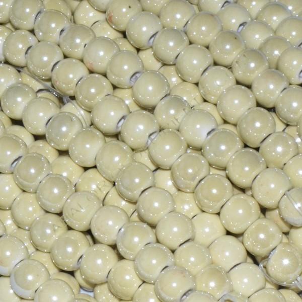 Bola de cerámica titanizada beige de 7 x 8 mm.