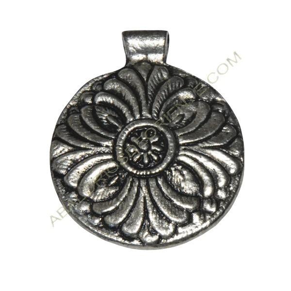 Colgante indio de metal flor 65 x 54 x 3 mm.