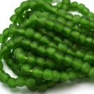 Cuenta de vidrio reciclado verde 10 x 11 x 11 mm
