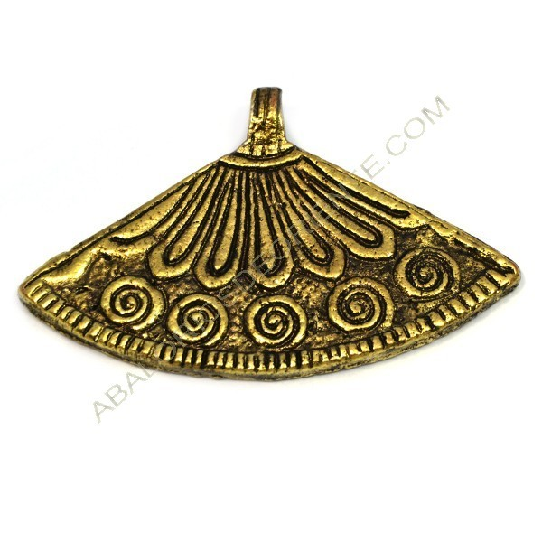 Colgante de metal oro viejo abanico