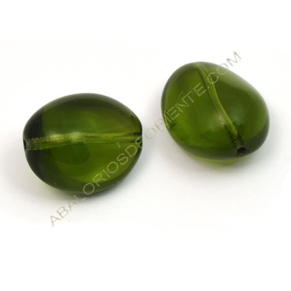 Cuenta de cristal de Bohemia ovoidea irregular verde oliva