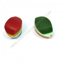 Cuenta de resina Twist verde, rojo blanco y amarillo