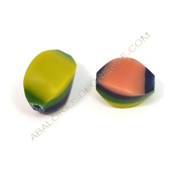 Cuenta de resina Twist verde, rosa, amarillo y morado