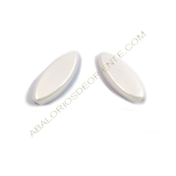 Cuenta de cristal de Bohemia oval plana blanco mate