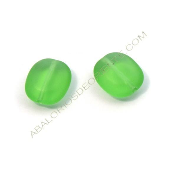 Cuenta de cristal de Bohemia oval plana verde mate