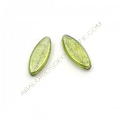 Oval plana de cristal de Bohemia 20 x 8 x 4 mm verde