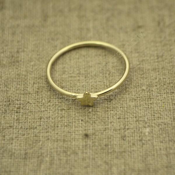 Anillo de plata 925 chapado en oro con estrella pequeña