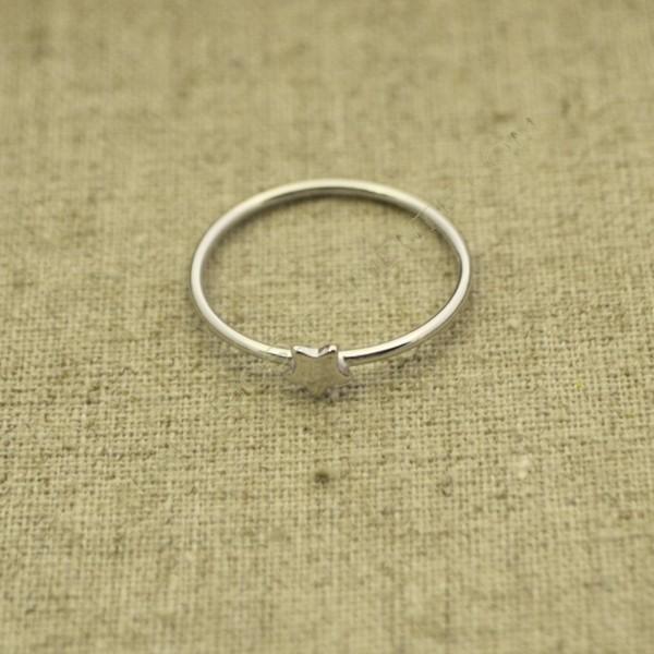 Anillo de plata 925 con estrella pequeña