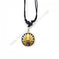 Colgante tibetano de latón flor de loto