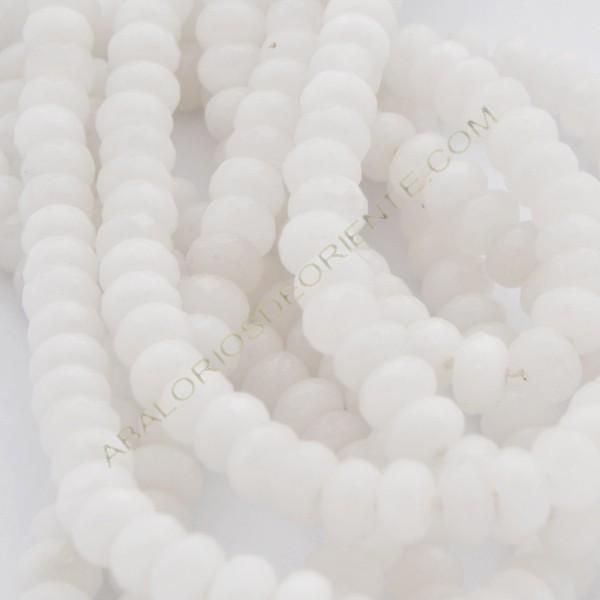 Ágata blanca rondel facetada de 4 x 6 mm