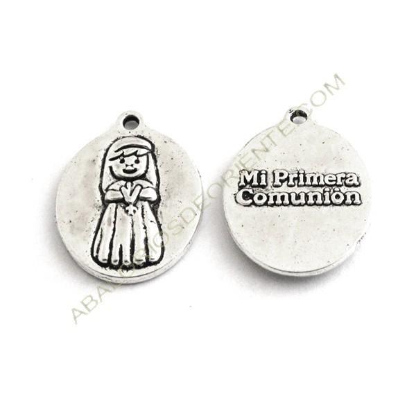 Medalla de metal ovalada niña Primera Comunión plateada 1