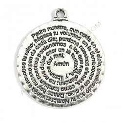Colgante de metal plateado con inscripción del Padre nuestro