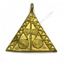 Colgante de bronce triangular