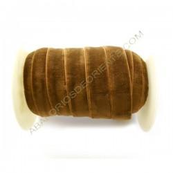 Cinta de terciopelo elástico marrón medio de 20 mm