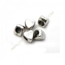 Entrepieza pasador de aleación de Zinc corazón plateada 9 x 9 mm