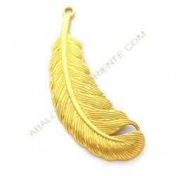 Colgante de aleación de Zinc dorado mate pluma