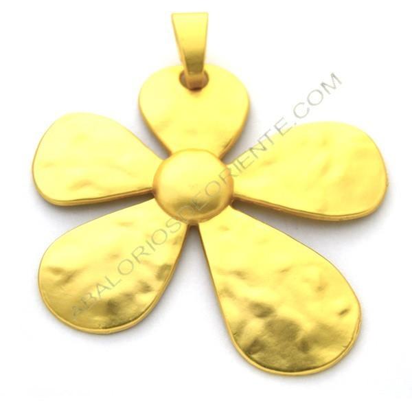 Colgante de aleación de Zinc dorado mate flor 78 x 69 mm