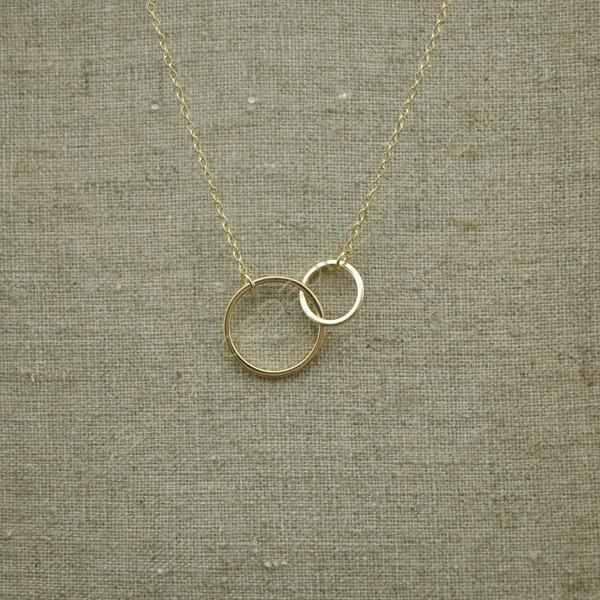 Cadena de plata 925 chapada en oro con dos círculos