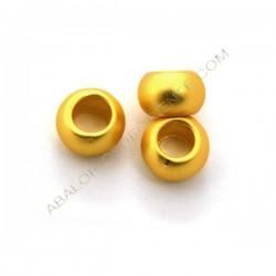 Entrepieza bola achatada de metal dorado mate 5,5 x 9 mm