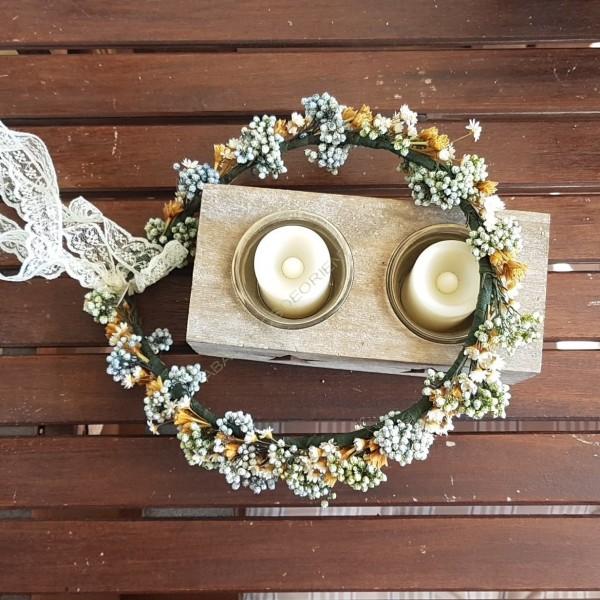 Corona en tonos crudos de flores preservadas