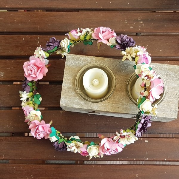 Corona flores papel berenjena y rosa