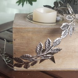 Diadema de hojas plateada