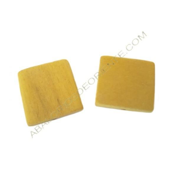 Cuenta de madera cuadrada plana amarilla 30 x 30 mm