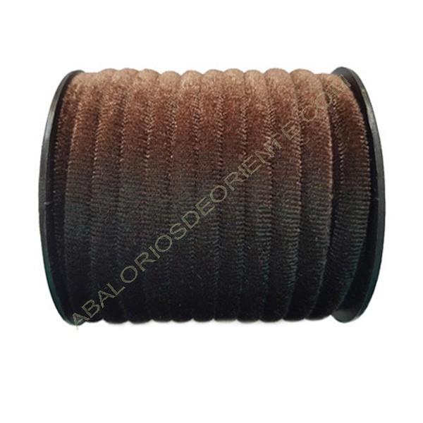 Cinta de terciopelo redondo marrón de 6 mm