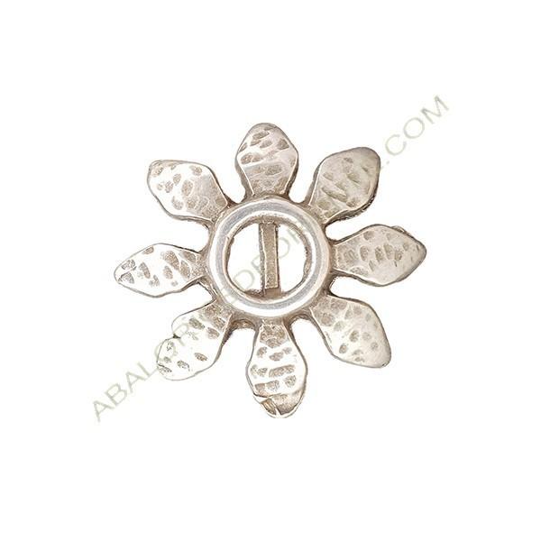 Colgante aleación de Zinc flor 33 x 33 mm plateado