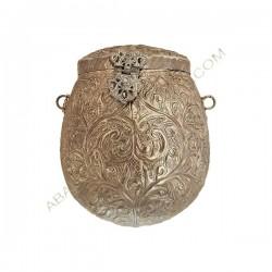 Bolso indio de metal ovoideo plateado