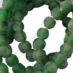 Cuenta de vidrio reciclado bola achatada verde 8 x 9 x 9 mm