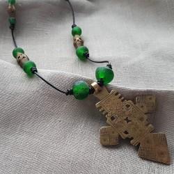 Collar africano cruz copta y cuero