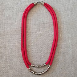 Collar doble cordón de seda roja