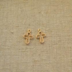 Colgante de aleación de Zinc cruz calada chapada en oro de 24 K