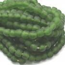 Cuenta de vidrio reciclado tonel verde 12 x 13 x 13 mm